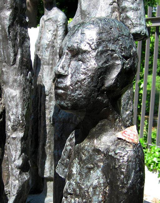 <em>Jüdische Opfer des Faschismus</em> by Will Lammert - <em>by SL Wong</em>