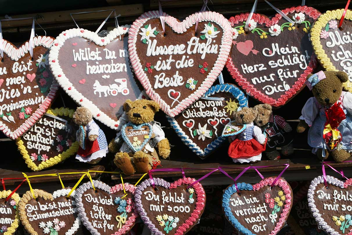 <em>Lebkuchenherzen</em> (gingerbread hearts) were popular souvenirs. - <em>by SK Mandal</em>