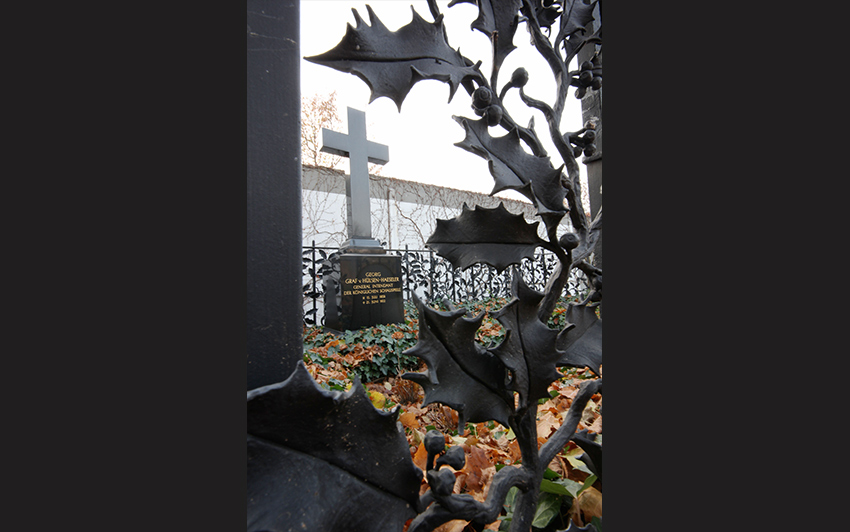 Its intricate fence was discovered in a beer garden after the fall of the Wall and the entire tomb restored in 1998. - <em>by SL Wong</em>