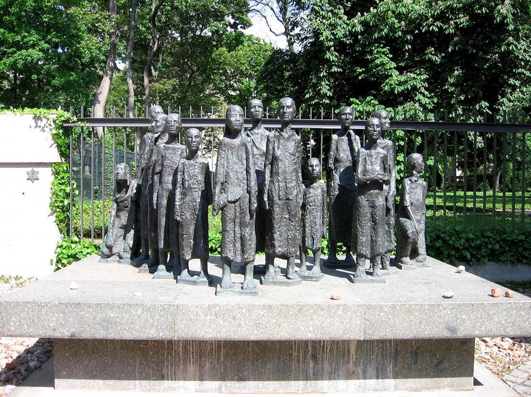 Will Lammert's <em>Jüdische Opfer des Faschismus</em> stands in front of the cemetery. - <em>by SL Wong</em>